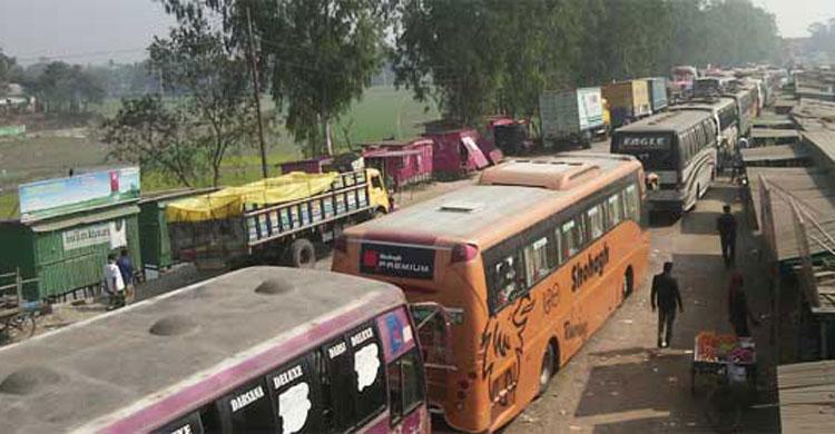 ফেরি সংকট: আটকা পড়েছে ৪ শতাধিক যানবাহন