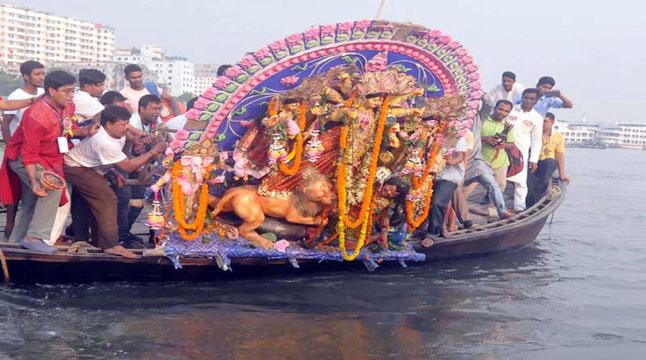 প্রতিমা বিসর্জনে শেষ হলো শারদীয় দুর্গোৎসব