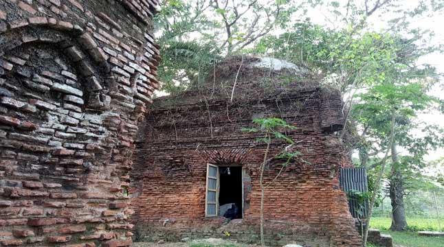 বিলুপ্তিপ্রায় গুরিন্দা মসজিদ