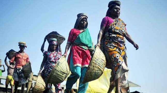 মজুরি বৈষম্যের শিকার আদিবাসী নারীরা