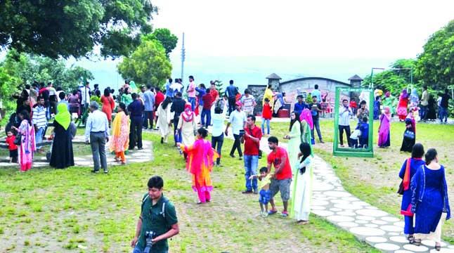 পর্যটকমুখর বান্দরবান