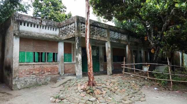 চৌহালীতে নতুন স্কুল ভবন নির্মাণ নিয়ে ধূম্রজাল