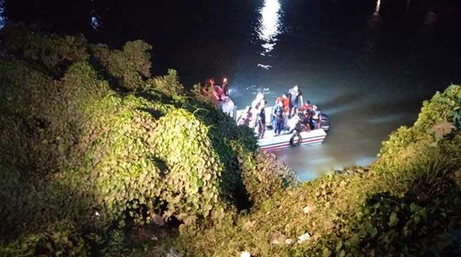 ট্যাক্সিক্যাব নদীতে, ১১ ঘণ্টা পরেও হদিস মেলেনি