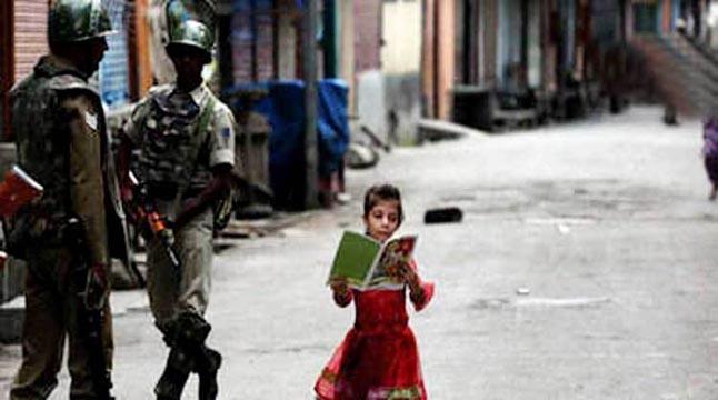 কাশ্মীরে স্কুল খুললেও নেই শিক্ষার্থী