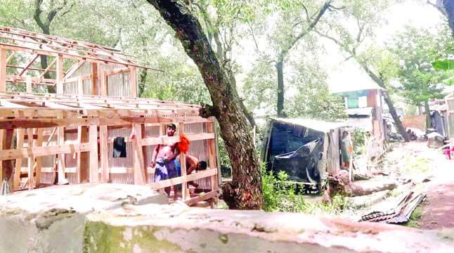 সরকারি জমিতে অবৈধ স্থাপনা তোলার হিড়িক