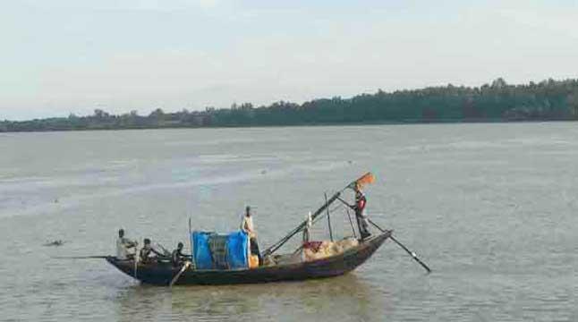 সুন্দরবনে মাছ শিকার শুরু