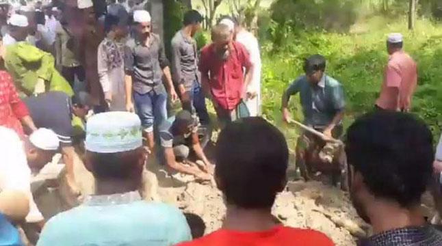 রায়ডাঙ্গা কবরস্থানে চিরনিদ্রায় শায়িত আবরার