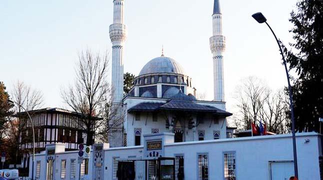 জার্মানিতে নামাজরত মুসলিমদের উপর বোমা হামলার হুমকি