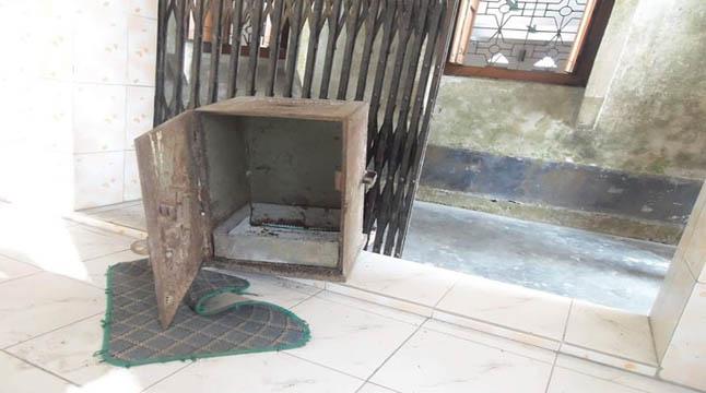 লালপুরে মসজিদের সিন্দুকের টাকা উধাও