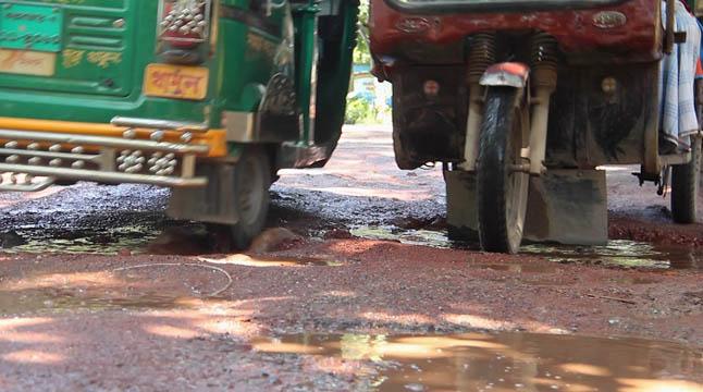 পর্যটন নগরী কক্সবাজারে সড়ক বেহাল