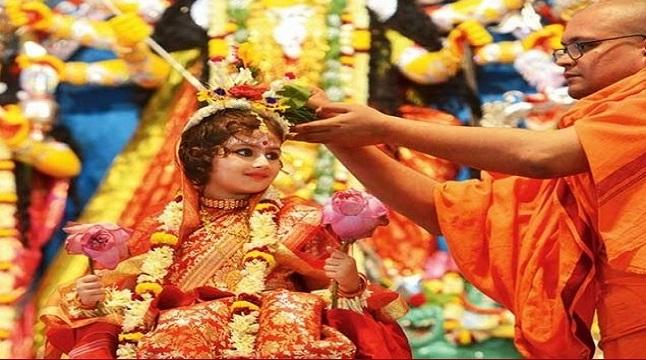 ষোড়শ উপাচারে অষ্টমীর পূজা অনুষ্ঠিত, আগামীকাল মহানবমী