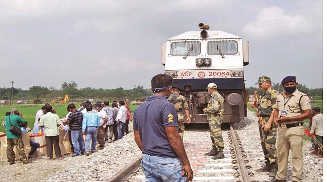চিলাহাটী-হলদিবাড়ী রেলপথে পরীক্ষামূলক ভারতীয় ইঞ্জিন