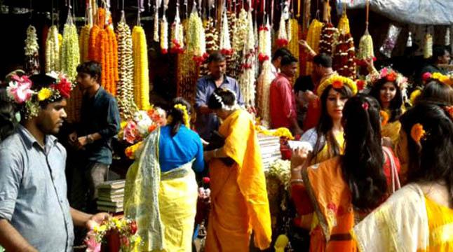 বসন্ত-ভালোবাসায় সরগরম ফুলের বাজার
