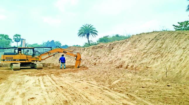কুবিতে পাহাড় কেটে ইমারত নির্মাণ