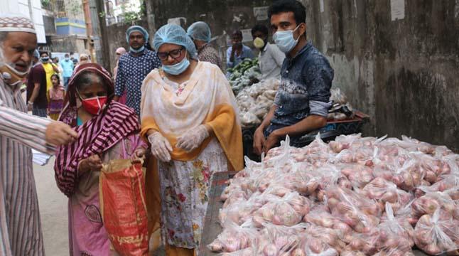 রামপুরায় অসহায়দের জন্য 'মানবতার' বাজার