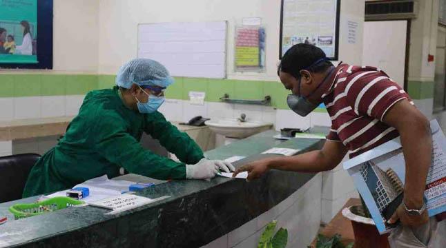 সরকারি-বেসরকারি সব হাসপাতালে করোনা রোগীদের চিকিৎসা দেওয়ার নির্দেশ