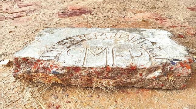 রোহিঙ্গা ক্যাম্পে স্ল্যাবে রডের বদলে কঞ্চি