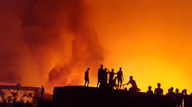কমলাপুরে পোশাক কারখানার আগুন নিয়ন্ত্রণে