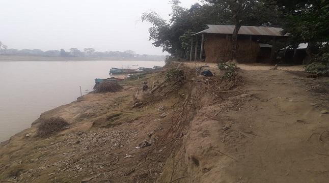 শাখা যাদুকাটা নদী ভাঙনে বিলীনের পথে দুটি গ্রাম