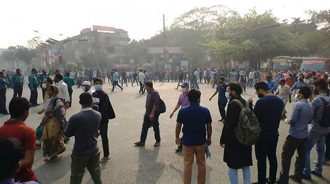 সাত কলেজ শিক্ষার্থীদের নীলক্ষেত অবরোধ