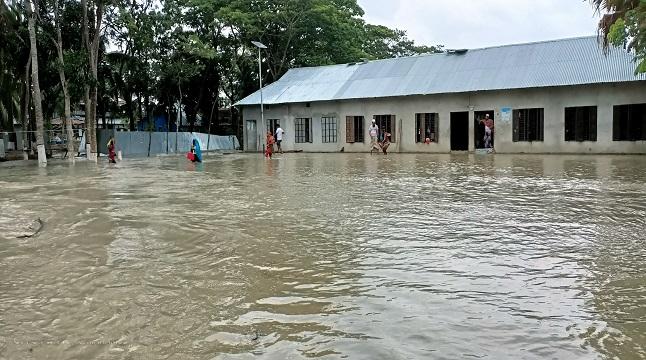 রাঙ্গাবালীতে ১৫ গ্রামসহ নিম্মাঞ্চল প্লাবিত, বেড়িবাঁধ ক্ষতিগ্রস্ত