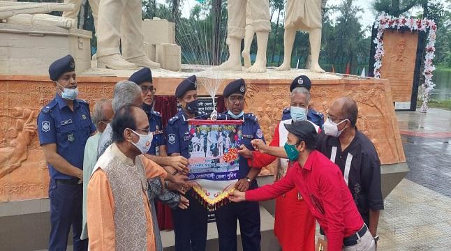নোয়াখালীতে গ্রন্থ, ভাস্কর্য ও তিনটি নব নির্মিত ভবনের উদ্বোধন করলেন আইজিপি