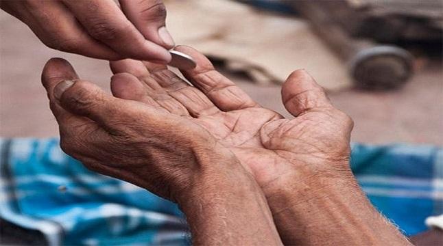 ১০ উপায়ে সহজেই অভাবীদের সাহায্য করুন