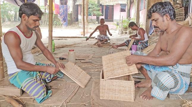মুন্সীগঞ্জের বাঁশ-বেতের তৈরি সামগ্রী যাচ্ছে বিদেশে