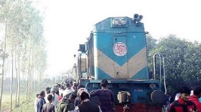 রংপুর এক্সপ্রেসের ইঞ্জিন বিকল, ঢাকার সাথে রেল যোগাযোগ বন্ধ